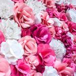 Фотозона из роз на свадьбу