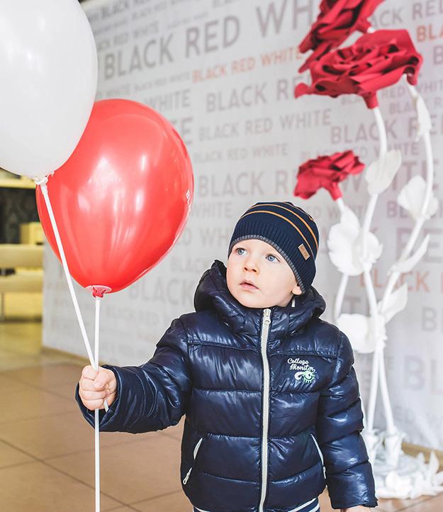 День мамы в Black Red White