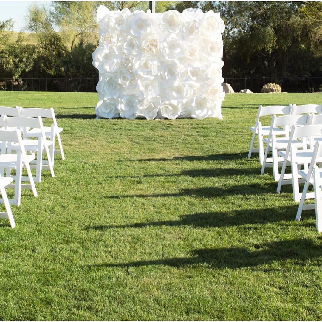 Фотозона на свадьбу на природе