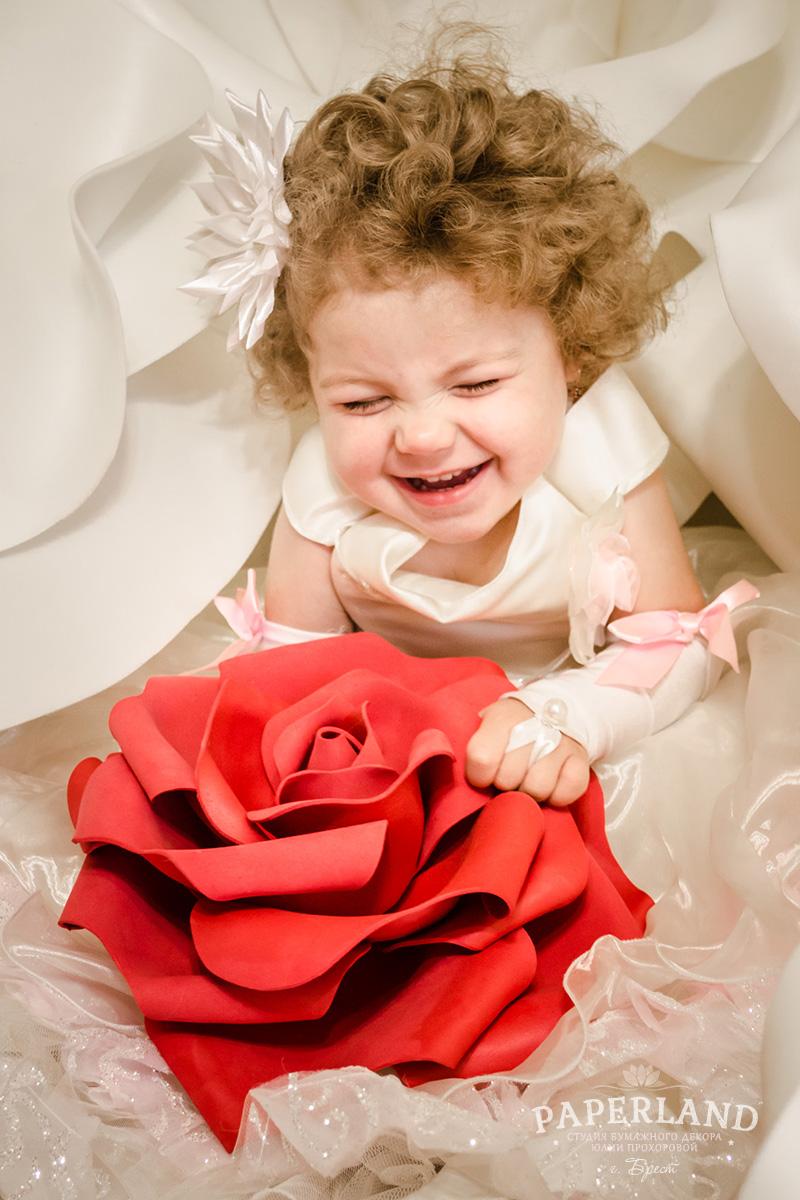 Цветы с малышом